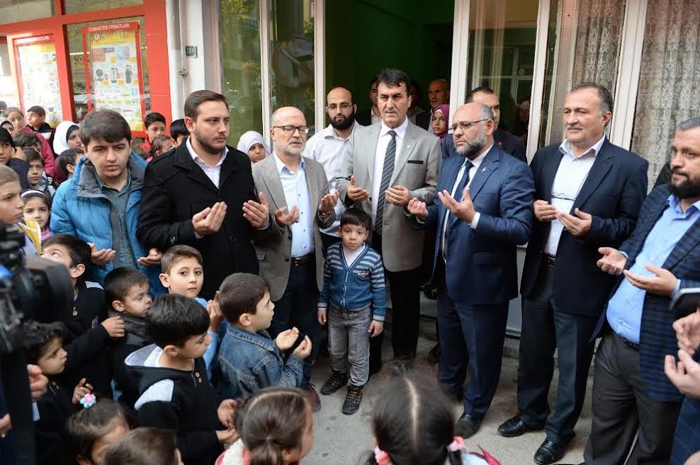 Dündar Suriyeli yetim çocukları sevindirdi…
