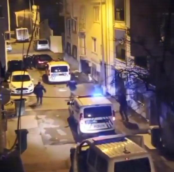 POLİSLE ÇATIŞAN ŞÜPHELİ KENDİNİ VURDU